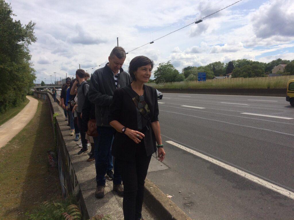 marche_urbaine_au_bord_autoroute